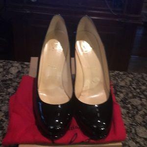 Black patent leather round toe platform heel